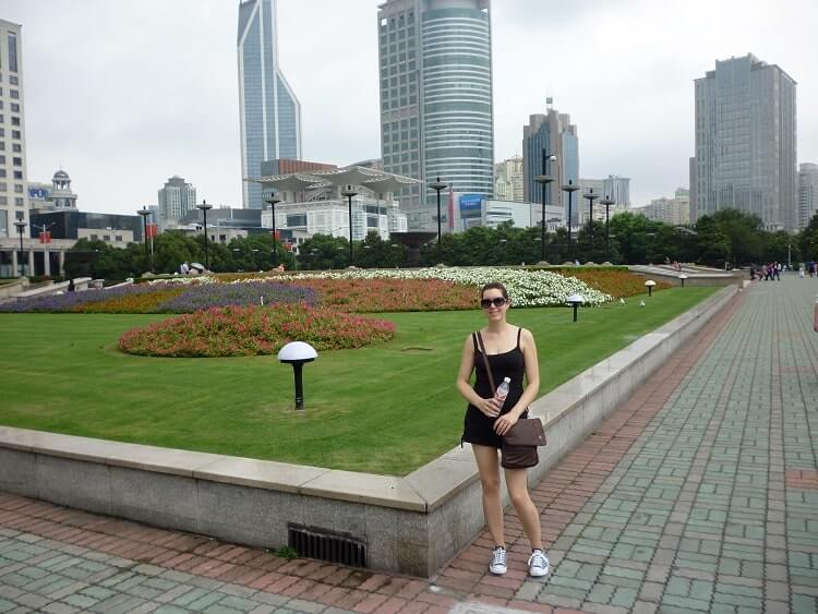 Foreign woman in Shanghai for the first time