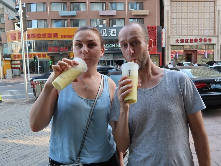 Foreigners drinking iced tea in China