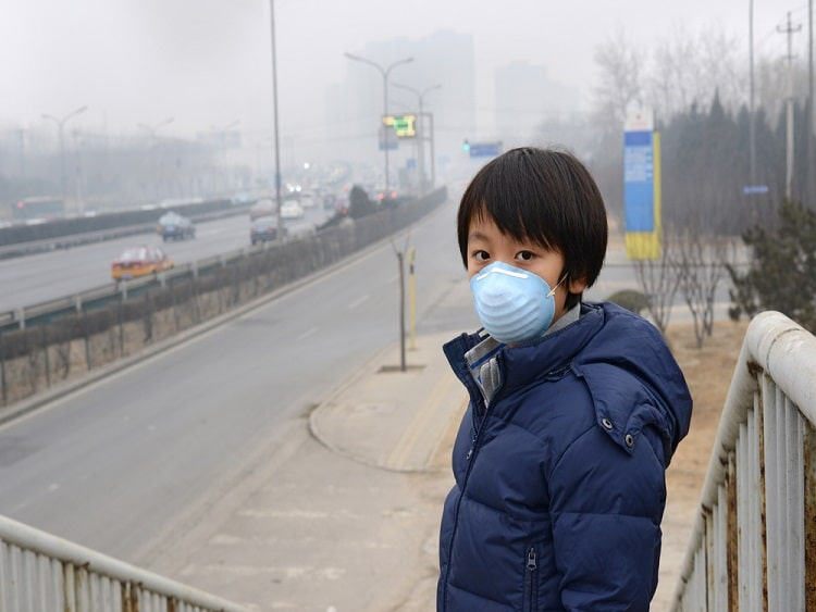 Boy wearing pollution mask in China