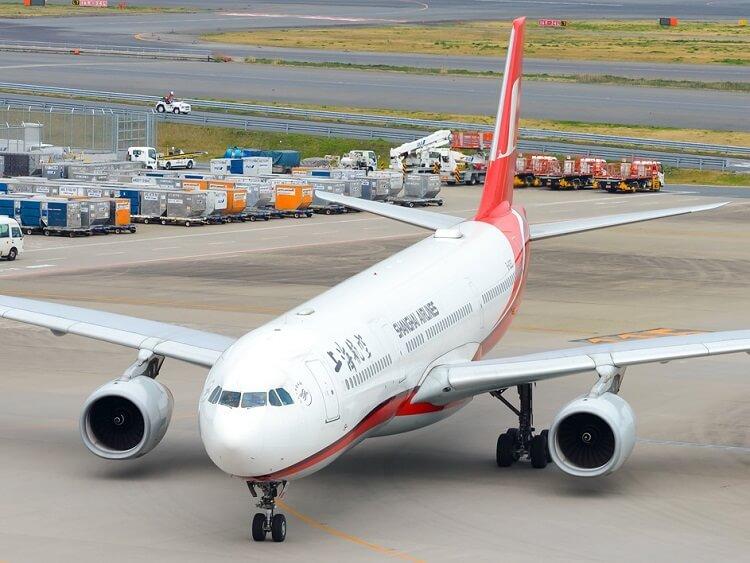 Shanghai Airlines plane