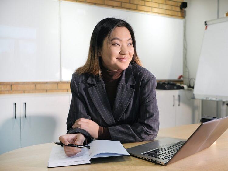Chinese recruiter