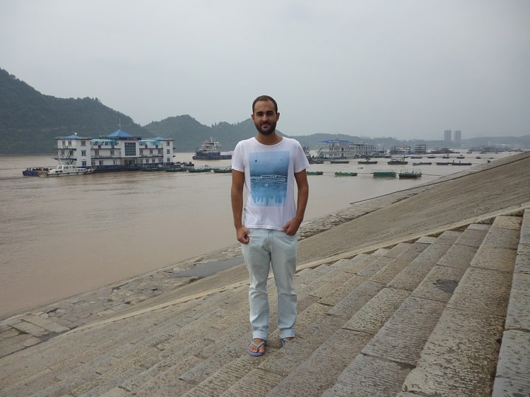 Foreigner in Yichang Yangtze River